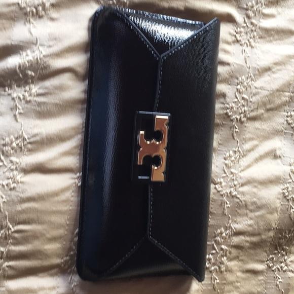 4790f25651d Handbags - Tory Burch Gigi Patent Clutch